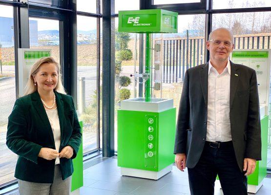Ulrike Rabmer-Koller, Geschäftsführerin von Rabmer, und Wolfgang Timelthaler, Geschäftsführer von E+ E Eletronik
