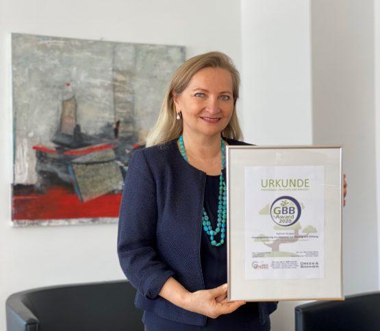 Ulrike Rabmer-Koller mit Ghezzo Urkunde